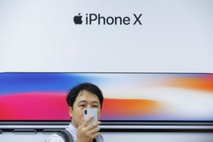 Apple withdraws 25,000 game apps from China's App Store after pressures